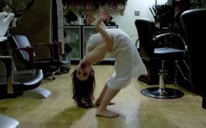 bambina-posseduta-parrucchiere-candid-camera-paura-video-300x187